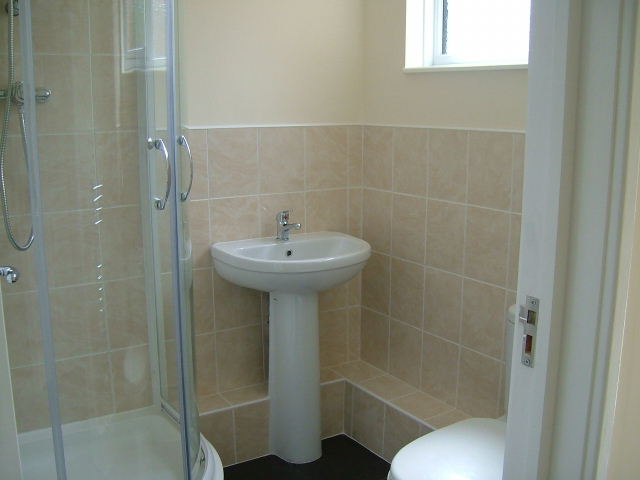 Chelmsford Rooms to Rent Shower Room
